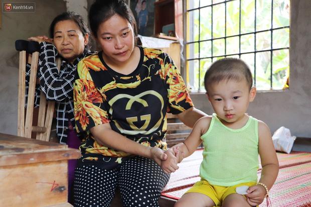 Chồng bỏ, người mẹ trẻ ôm 2 con khờ cầu cứu: Em chỉ ước con mình được chữa bệnh - Ảnh 7.