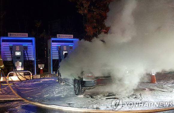 Hyundai triệu hồi 82.000 ô tô điện: Vụ triệu hồi tốn kém nhất lịch sử - Ảnh 1.