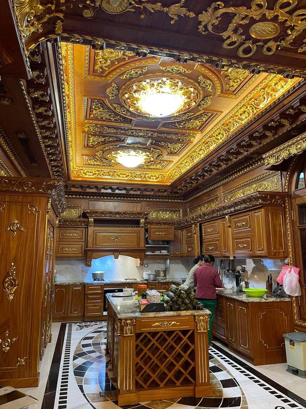 Biệt thự 7 tầng của đại gia ngành sắt Việt giàu lên từ thu mua sắt vụn: Độ hoành tráng sánh ngang lâu đài, tổng giá trị cỡ 300 tỷ - Ảnh 15.