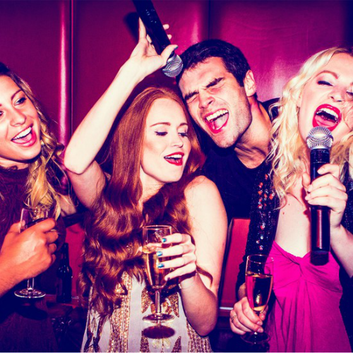 Chuyên gia cảnh báo: 5 tác hại cho sức khoẻ khi hát karaoke giải rượu bia - Ảnh 1.