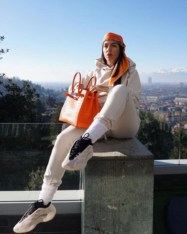 Lọ Lem đời thực Georgina: Từ nhân viên vô danh của Gucci thành hot girl quyền lực, được vào danh sách thừa hưởng khối tài sản 10 nghìn tỷ đồng của CR7 - Ảnh 5.