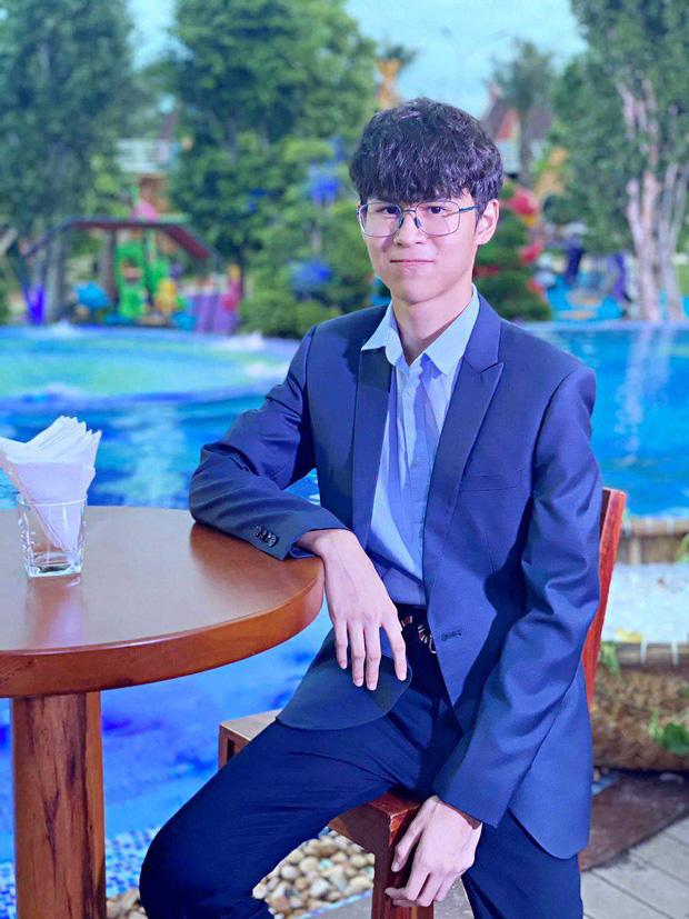 Con trai riêng của Huy Khánh 16 tuổi đã cao vượt bố, học trường quốc tế hơn nửa tỷ, sở hữu bất động sản nhưng gây chú ý về cách xài tiền - Ảnh 2.