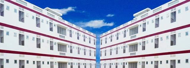 Nhìn qua tưởng khu du lịch nhưng hóa ra là... một trường đại học của Việt Nam: Toàn lâu đài trắng như bên trời Âu, bên trong có công viên giải trí hoàng tráng  - Ảnh 7.