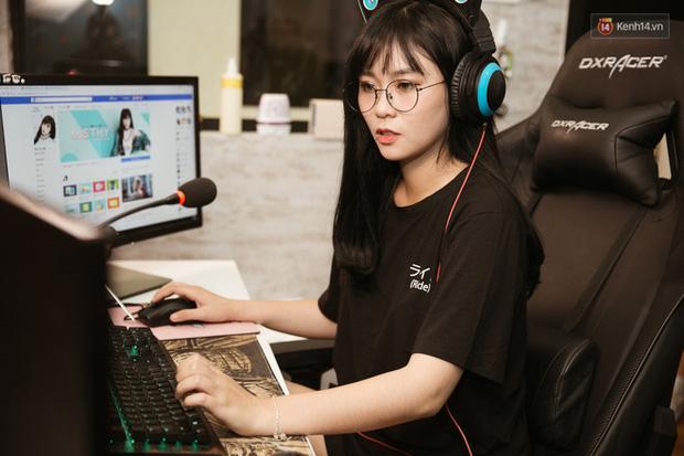 Soi học vấn của những nữ YouTuber hot nhất Việt Nam: Ai cũng học trường top, riêng Thơ Nguyễn bị nghi ngờ vì tự nhận mình học giỏi - Ảnh 4.