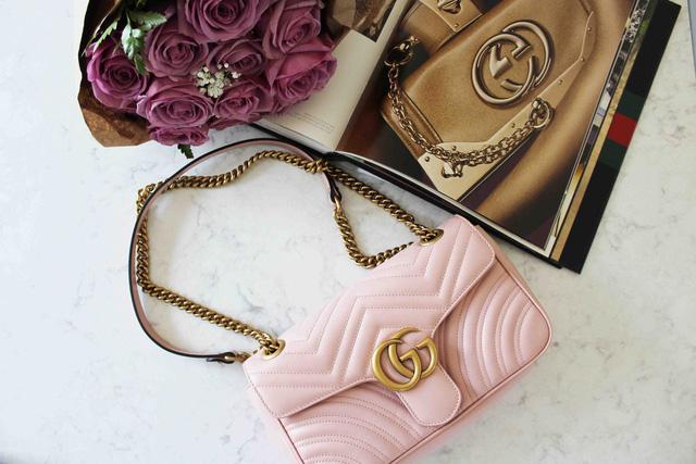 Bỏ ra cả đống tiền để sắm túi Chanel hay áo Gucci, rốt cuộc chúng ta đang mua cái gì từ các thương hiệu xa xỉ? Câu trả lời nằm ngoài dự kiến của người thường  - Ảnh 3.