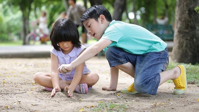 Chuyên gia chỉ ra 6 điều những đứa trẻ bản lĩnh thường làm và các cách để cha mẹ phát triển sức mạnh tinh thần cho con - Ảnh 5.