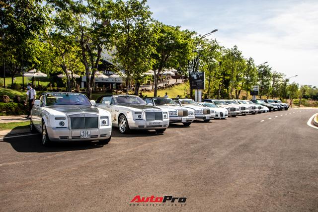 Ông Đặng Lê Nguyên Vũ mang Bugatti Veyron cùng dàn xe hơn trăm tỷ xuất hiện tại TP. Buôn Mê Thuột  - Ảnh 1.