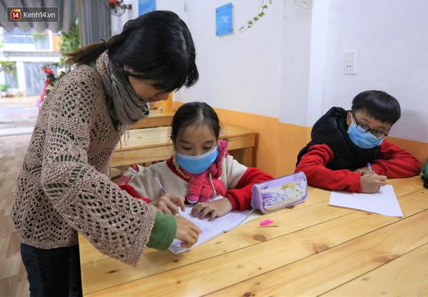5 bạn trẻ Đà Nẵng mở lớp tiếng Anh với học phí sốc: Chỉ 1.000 đồng/buổi, giờ giải lao còn được ăn bánh uống sữa miễn phí - Ảnh 5.