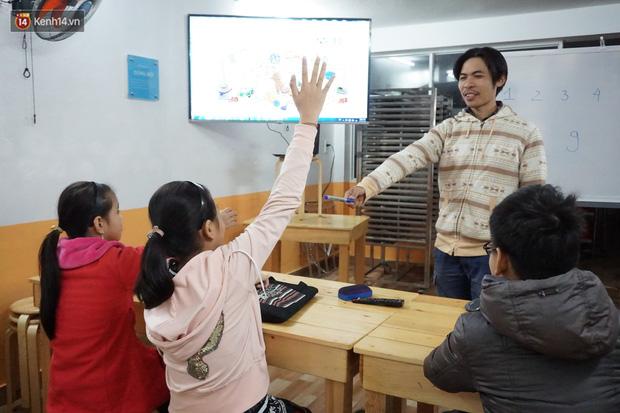 5 bạn trẻ Đà Nẵng mở lớp tiếng Anh với học phí sốc: Chỉ 1.000 đồng/buổi, giờ giải lao còn được ăn bánh uống sữa miễn phí - Ảnh 6.