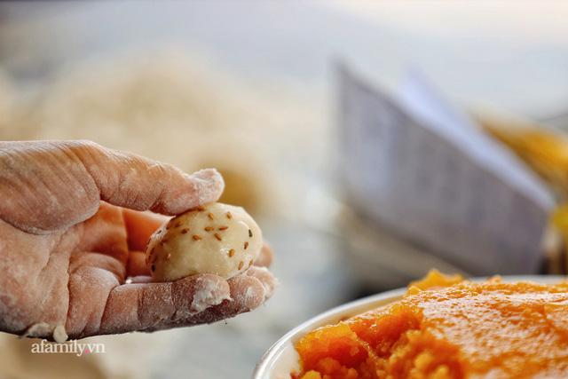 Hàng bánh tiêu CHẢNH nhất Việt Nam - mua được hay không là do nhân phẩm, dù chưa kịp mở cửa đã chính thức hết bánh khiến cả Vũng Tàu tới Sài Gòn phải xôn xao!  - Ảnh 16.