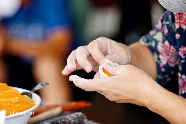 Hàng bánh tiêu CHẢNH nhất Việt Nam - mua được hay không là do nhân phẩm, dù chưa kịp mở cửa đã chính thức hết bánh khiến cả Vũng Tàu tới Sài Gòn phải xôn xao!  - Ảnh 19.