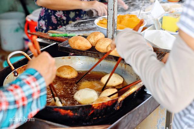 Hàng bánh tiêu CHẢNH nhất Việt Nam - mua được hay không là do nhân phẩm, dù chưa kịp mở cửa đã chính thức hết bánh khiến cả Vũng Tàu tới Sài Gòn phải xôn xao!  - Ảnh 23.