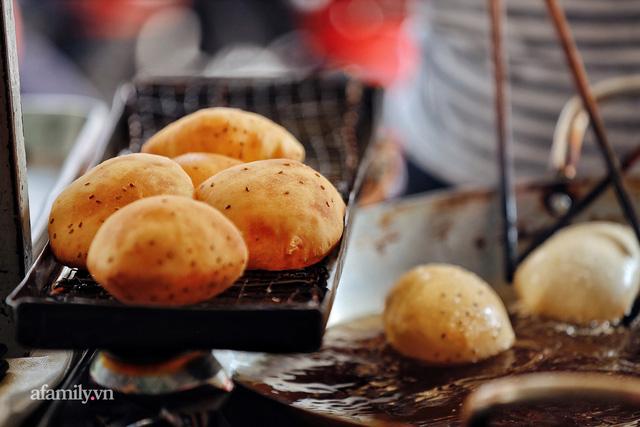 Hàng bánh tiêu CHẢNH nhất Việt Nam - mua được hay không là do nhân phẩm, dù chưa kịp mở cửa đã chính thức hết bánh khiến cả Vũng Tàu tới Sài Gòn phải xôn xao!  - Ảnh 24.
