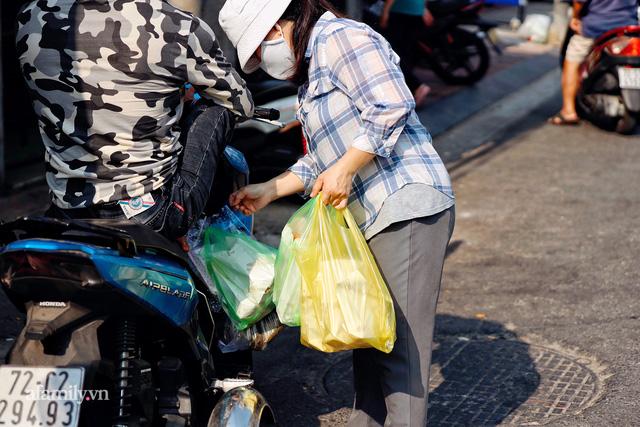 Hàng bánh tiêu CHẢNH nhất Việt Nam - mua được hay không là do nhân phẩm, dù chưa kịp mở cửa đã chính thức hết bánh khiến cả Vũng Tàu tới Sài Gòn phải xôn xao!  - Ảnh 29.