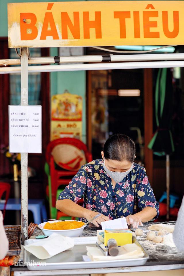 Hàng bánh tiêu CHẢNH nhất Việt Nam - mua được hay không là do nhân phẩm, dù chưa kịp mở cửa đã chính thức hết bánh khiến cả Vũng Tàu tới Sài Gòn phải xôn xao!  - Ảnh 4.