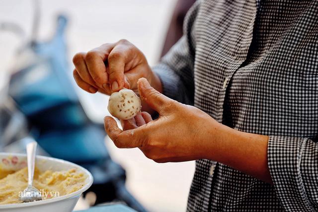 Hàng bánh tiêu CHẢNH nhất Việt Nam - mua được hay không là do nhân phẩm, dù chưa kịp mở cửa đã chính thức hết bánh khiến cả Vũng Tàu tới Sài Gòn phải xôn xao!  - Ảnh 5.