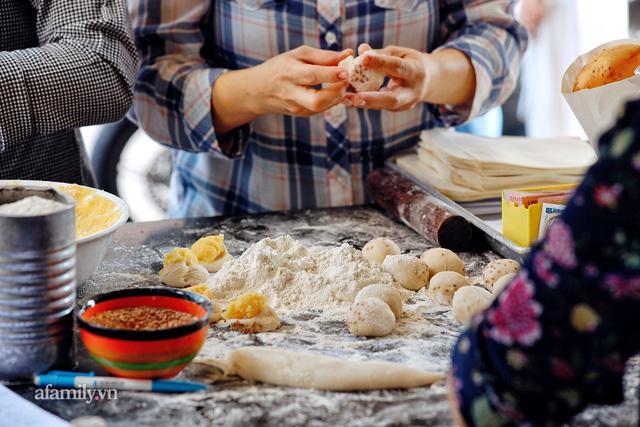 Hàng bánh tiêu CHẢNH nhất Việt Nam - mua được hay không là do nhân phẩm, dù chưa kịp mở cửa đã chính thức hết bánh khiến cả Vũng Tàu tới Sài Gòn phải xôn xao!  - Ảnh 6.