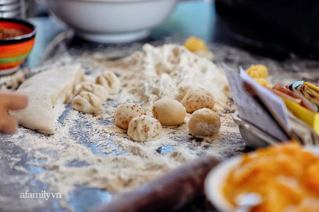 Hàng bánh tiêu CHẢNH nhất Việt Nam - mua được hay không là do nhân phẩm, dù chưa kịp mở cửa đã chính thức hết bánh khiến cả Vũng Tàu tới Sài Gòn phải xôn xao!  - Ảnh 9.