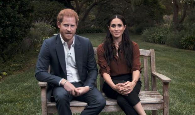 """Dư luận lại dậy sóng trước phản ứng """"ngây thơ vô số tội"""" của nhà Meghan hậu phỏng vấn dội bom lên hoàng gia, Harry nhận kết cục đắng ngắt - Ảnh 2."""