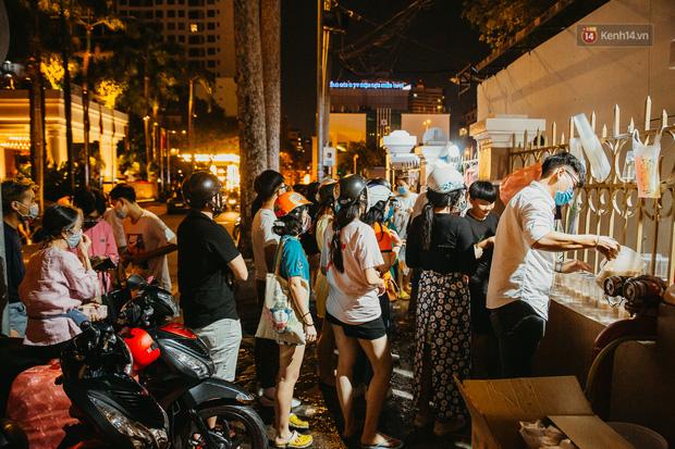 Đến Việt Nam, chàng trai nước ngoài ngỡ ngàng vì chủ quán đang bán thì đi ngủ, dân mạng kể nhiều tình huống còn bó tay hơn - Ảnh 2.