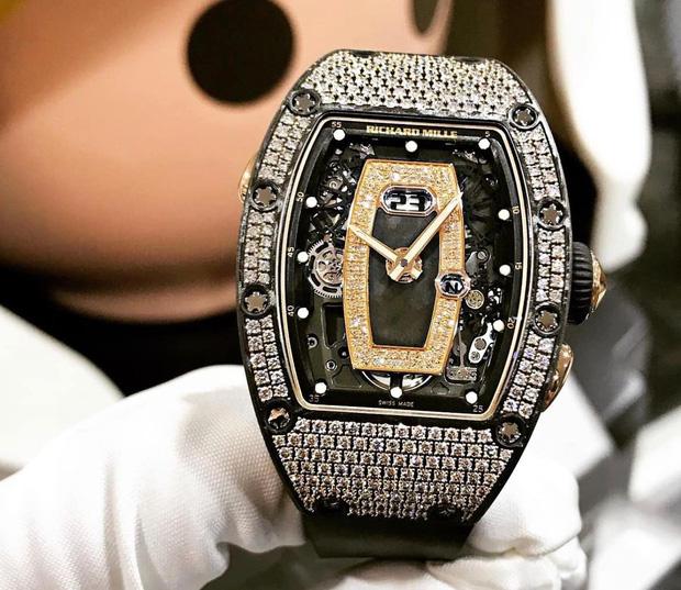 Sau ồn ào ly hôn bà cả, Minh Nhựa tậu đồng hồ hơn 7 tỷ tặng vợ 2 - Ảnh 2.
