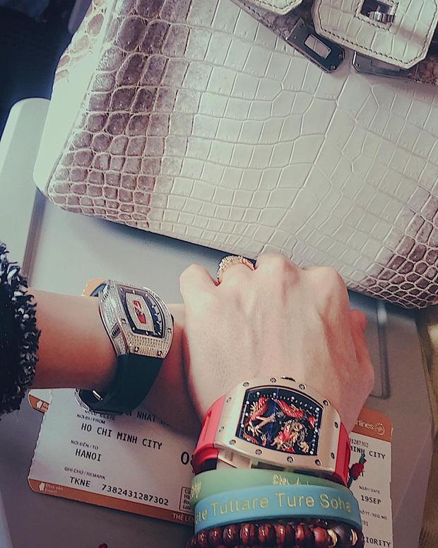 Sau ồn ào ly hôn bà cả, Minh Nhựa tậu đồng hồ hơn 7 tỷ tặng vợ 2 - Ảnh 5.