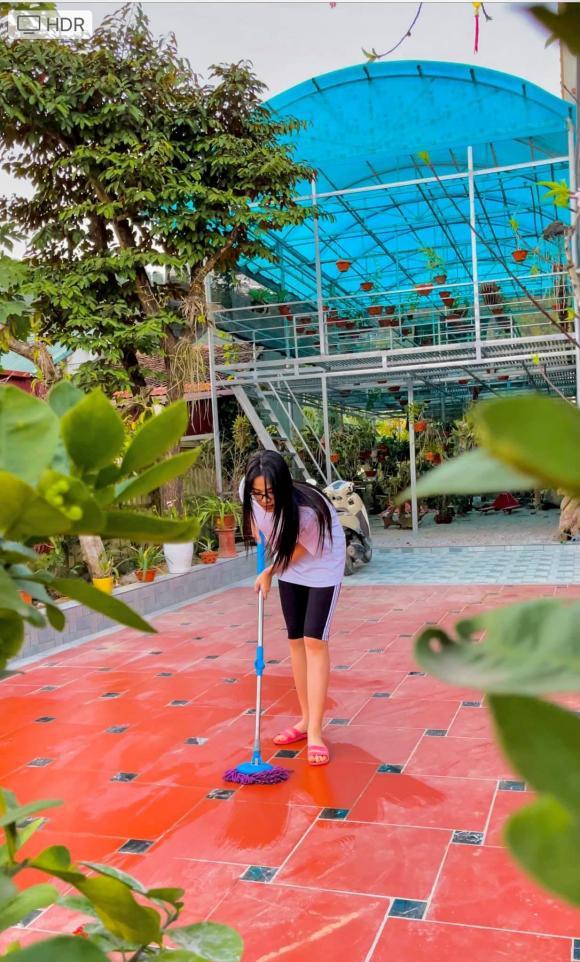 Thăm khu vườn ngập cây trái của Hoa hậu ăn mặc giản dị ngay cả khi đã đăng quang, về quê là chạy ngay ra vườn chụp ảnh check in - Ảnh 3.