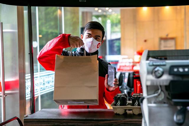 AirAsia triển khai dịch vụ giao đồ ăn nhanh tại Singapore - Ảnh 1.