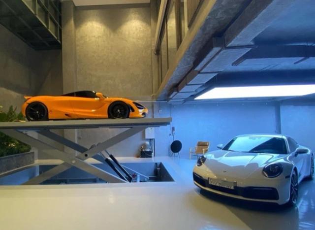 Gara ô tô chật ních siêu xe của nữ doanh nhân cà phê bỗng xuất hiện một Honda Dream lạc lõng - Ảnh 5.