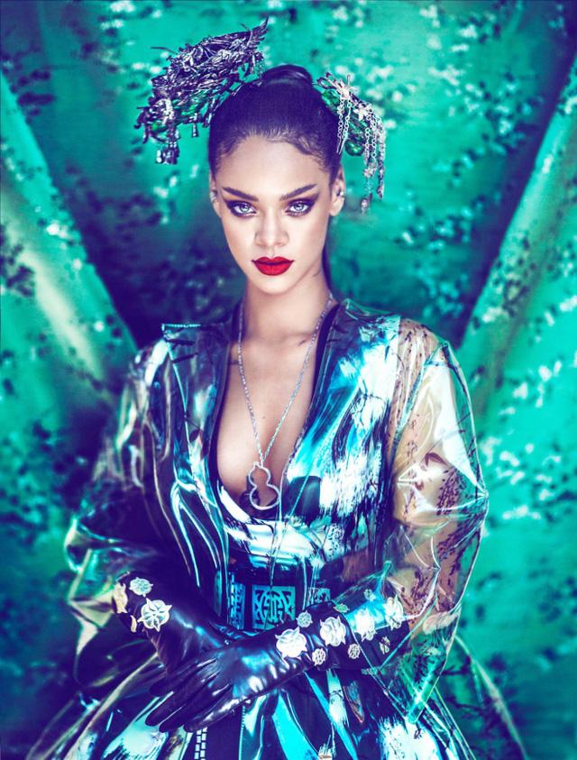 Nữ ca sĩ giàu bậc nhất thế giới - Rihanna: Trưởng thành từ tuổi thơ ngập trong bạo lực, làm khuynh đảo giới thời trang rồi trở thành biểu tượng nữ doanh nhân đáng ngưỡng mộ  - Ảnh 2.