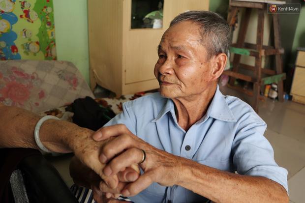 60 năm làm vợ chồng, ông vẫn giặt đồ, tắm gội cho bà lúc ốm đau, bệnh tật: Tui không có con, cả đời này có mình bả thôi - Ảnh 20.