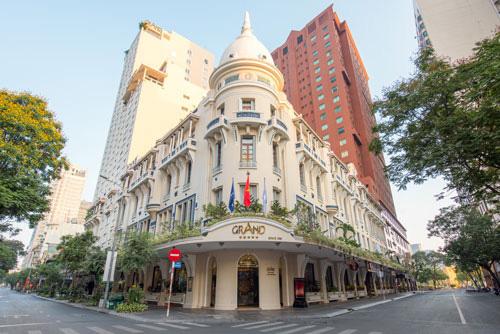 Khách sạn 4-5 sao trên cả nước đại hạ giá để người dân tới ngủ thử một đêm - Ảnh 1.