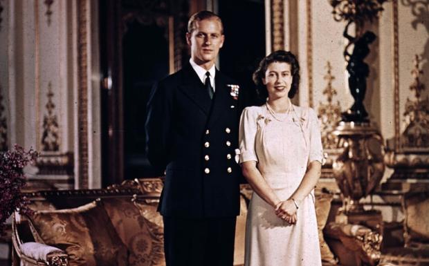 Chuyện tình 7 thập kỷ của Hoàng thân Philip và Nữ hoàng Anh qua lời người trong cuộc: Trân trọng từ những điều nhỏ nhất, ở bên nhau đến đầu bạc răng long - Ảnh 2.