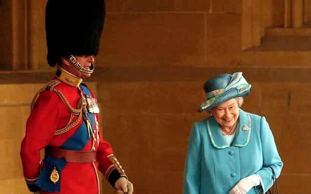 Chuyện tình 7 thập kỷ của Hoàng thân Philip và Nữ hoàng Anh qua lời người trong cuộc: Trân trọng từ những điều nhỏ nhất, ở bên nhau đến đầu bạc răng long - Ảnh 3.