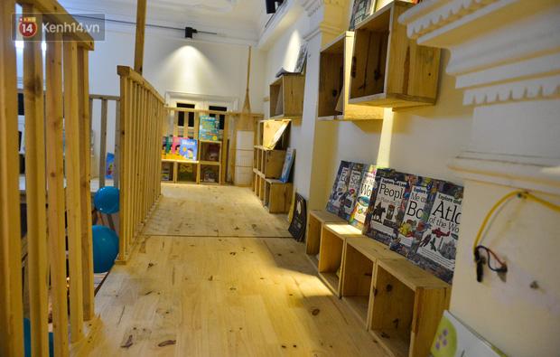 Người đàn ông đi hơn 50 quốc gia, mở thư viện sách miễn phí ở Hà Nội: Nhìn các con thích đọc sách hơn cầm điện thoại là vui rồi - Ảnh 2.
