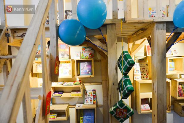 Người đàn ông đi hơn 50 quốc gia, mở thư viện sách miễn phí ở Hà Nội: Nhìn các con thích đọc sách hơn cầm điện thoại là vui rồi - Ảnh 3.