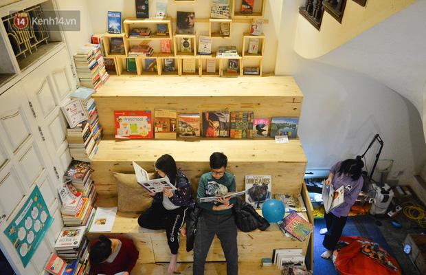 Người đàn ông đi hơn 50 quốc gia, mở thư viện sách miễn phí ở Hà Nội: Nhìn các con thích đọc sách hơn cầm điện thoại là vui rồi - Ảnh 10.