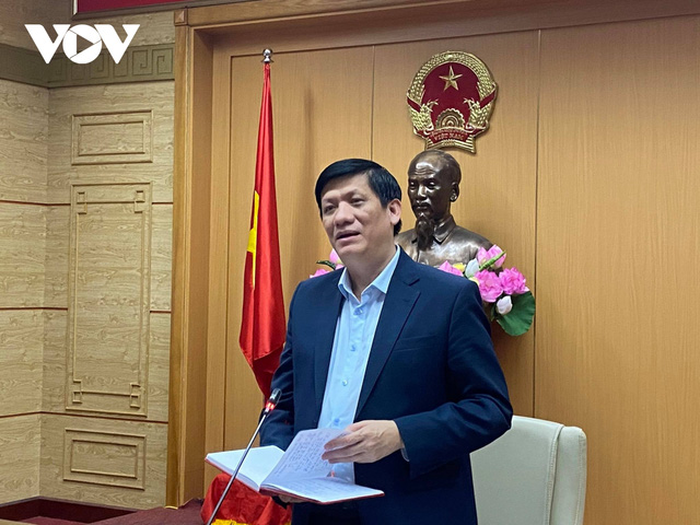Bộ trưởng Bộ Y tế: Kiểm soát dịch COVID-19 trong năm 2021 hết sức khó khăn  - Ảnh 2.