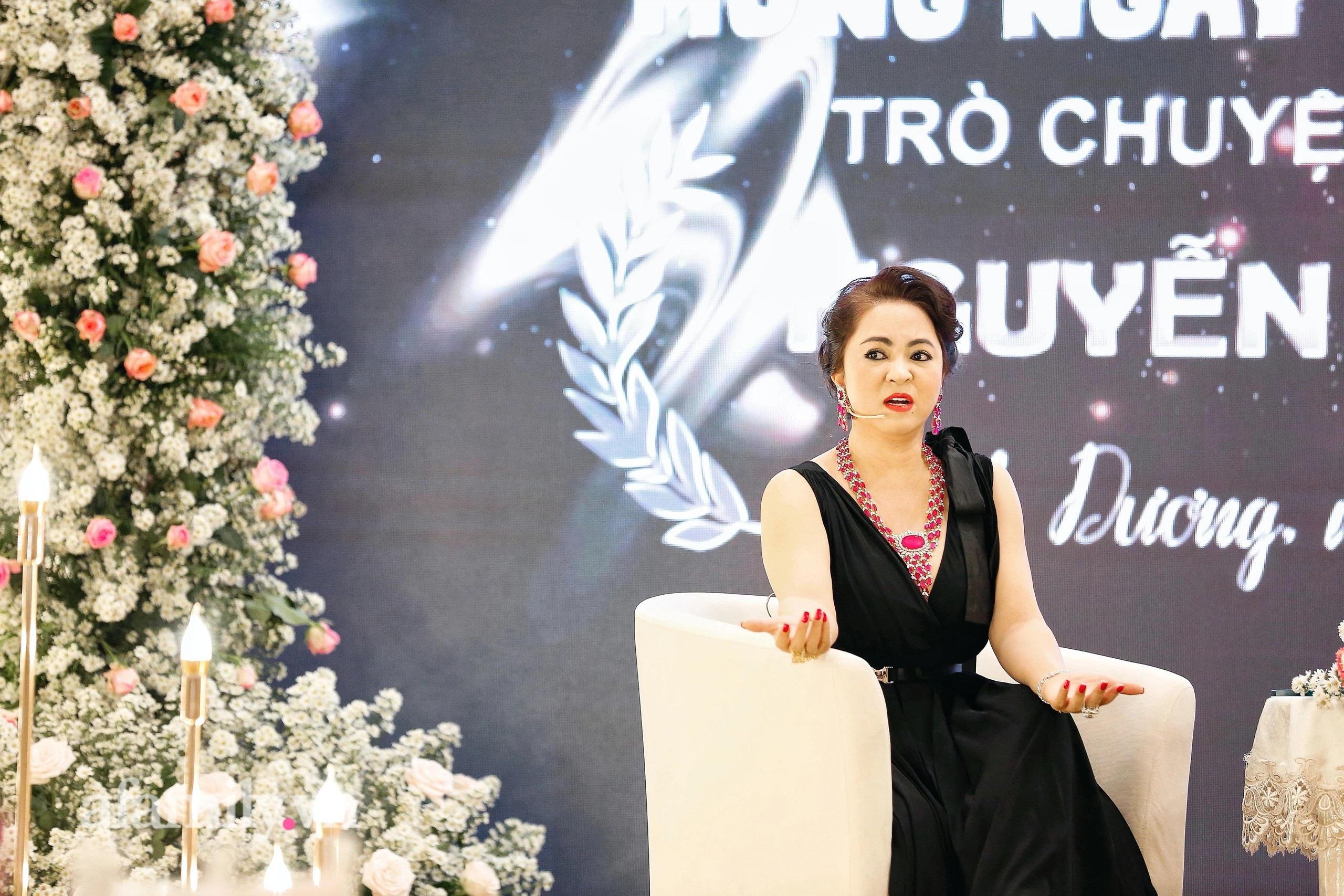 """Bà Phương Hằng - vợ ông Dũng """"lò vôi"""" chỉ đích danh nghệ sĩ Hoài Linh,  thẳng thắn nhắn nhủ Trang Khàn: """"Em có chửi chị thêm 1000 lần nữa thì em"""