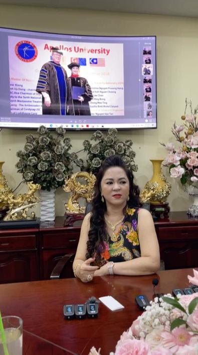 Trang Khàn livestream gửi lời tới bà Phương Hằng - vợ Dũng lò vôi: Cháu nghèo hơn cô thật, cháu đeo hột xoàn giả nhưng cháu cũng đâu xin tiền cô - Ảnh 2.