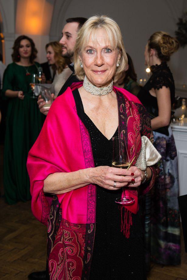 Bị người thân của Nữ hoàng Anh công khai chỉ trích, Meghan Markle muối mặt vớt vát tất cả bằng tuyên bố mới - Ảnh 1.