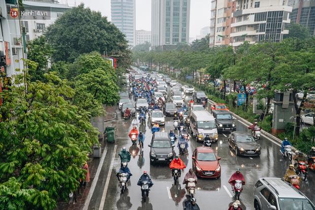 Cuối tuần Hà Nội mưa lạnh; cảnh báo lốc, sét, mưa đá, gió giật mạnh ở Bắc Bộ, Bắc Trung Bộ - Ảnh 1.