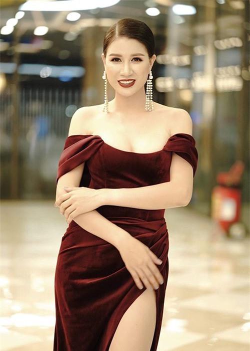 Chân dung cựu người mẫu Trang Khàn: Từ bỏ showbiz chuyển sang bán bún đậu, bán hàng online, kiếm tiền tỷ hàng tháng, sau 4 năm cũng bỏ túi vài căn nhà - Ảnh 1.