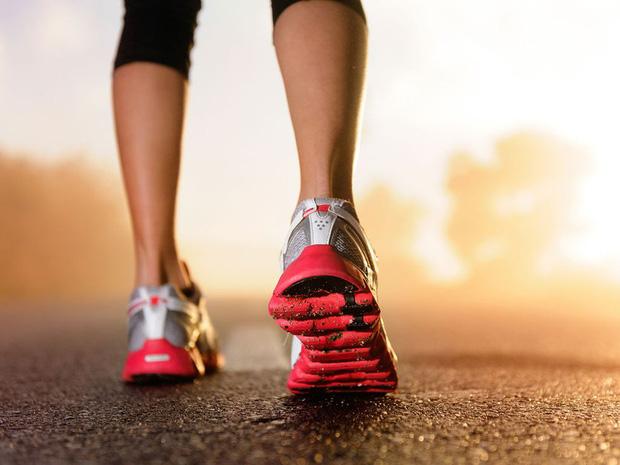 Cùng có thói quen đi bộ mỗi ngày, tại sao có người sống thọ tới 90 tuổi, có người lại rước thêm bệnh? Hóa ra phụ thuộc 4 thói quen này  - Ảnh 1.