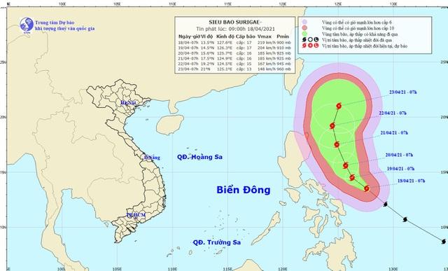 Siêu bão Surigae đang gây gió giật cấp 8, các tỉnh chủ động thông báo cho tàu thuyền trên biển Đông - Ảnh 1.