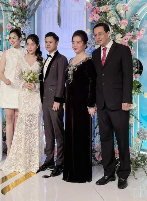 Mẹ vợ thiếu gia Phan Thành: Người phụ nữ quyền lực của ngôi trường dành cho hội con nhà giàu và ngôi sao - Ảnh 1.