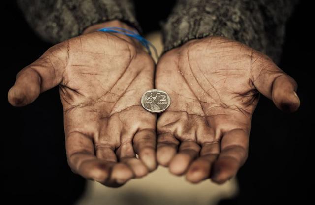 """Thủ phạm khiến nhiều người """"nghèo mãi hoàn nghèo"""": Làm việc chăm chỉ đôi khi là con dao hai lưỡi, mù quáng dốc sức chẳng khác gì con thiêu thân - Ảnh 1."""