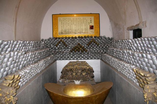 Vụ trộm quốc khố lớn nhất lịch sử Thanh triều: Có 1.218 vạn lượng bạc, hơn 900 vạn lượng bốc hơi, chân tướng phía sau khiến cháu trai Càn Long tức muốn chết - Ảnh 1.