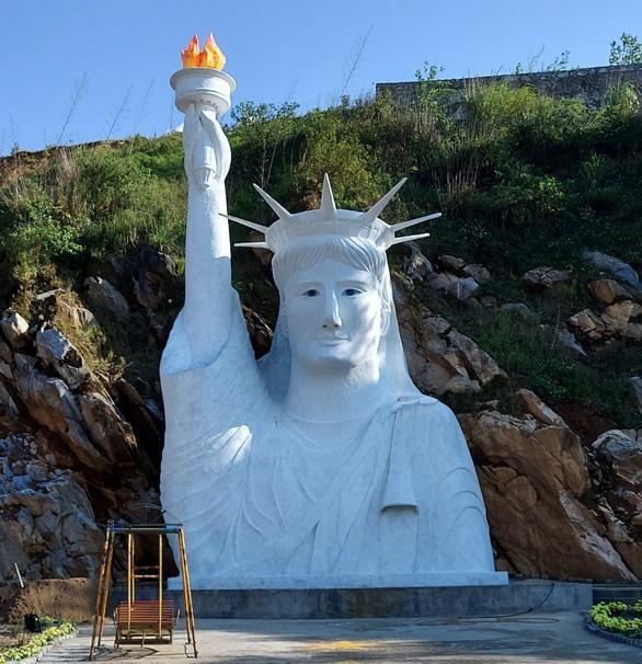 Tiết lộ bất ngờ về khu du lịch đặt tượng nữ thần tự do phiên bản lỗi ở Sa Pa  - Ảnh 1.