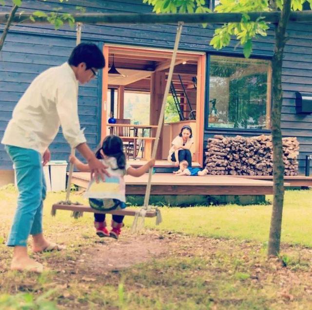 Bỏ phố về vùng nông thôn, gia đình 5 người biến cuộc sống trong ngôi nhà gỗ thành thiên đường ai cũng ước mơ - Ảnh 3.
